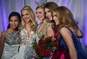 Jessica Baeder, center, was crowned Miss Alabama's Outstanding Teen 2017, Sunday, March 5, 2017. Joining her in the top 5 were from left, Lydia Martin, 4th runner-up; Lindsay Fincher, 2nd runner-up; Lauren Bradford, 1st runner-up; and Reagan Handley, 3rd runner-up.